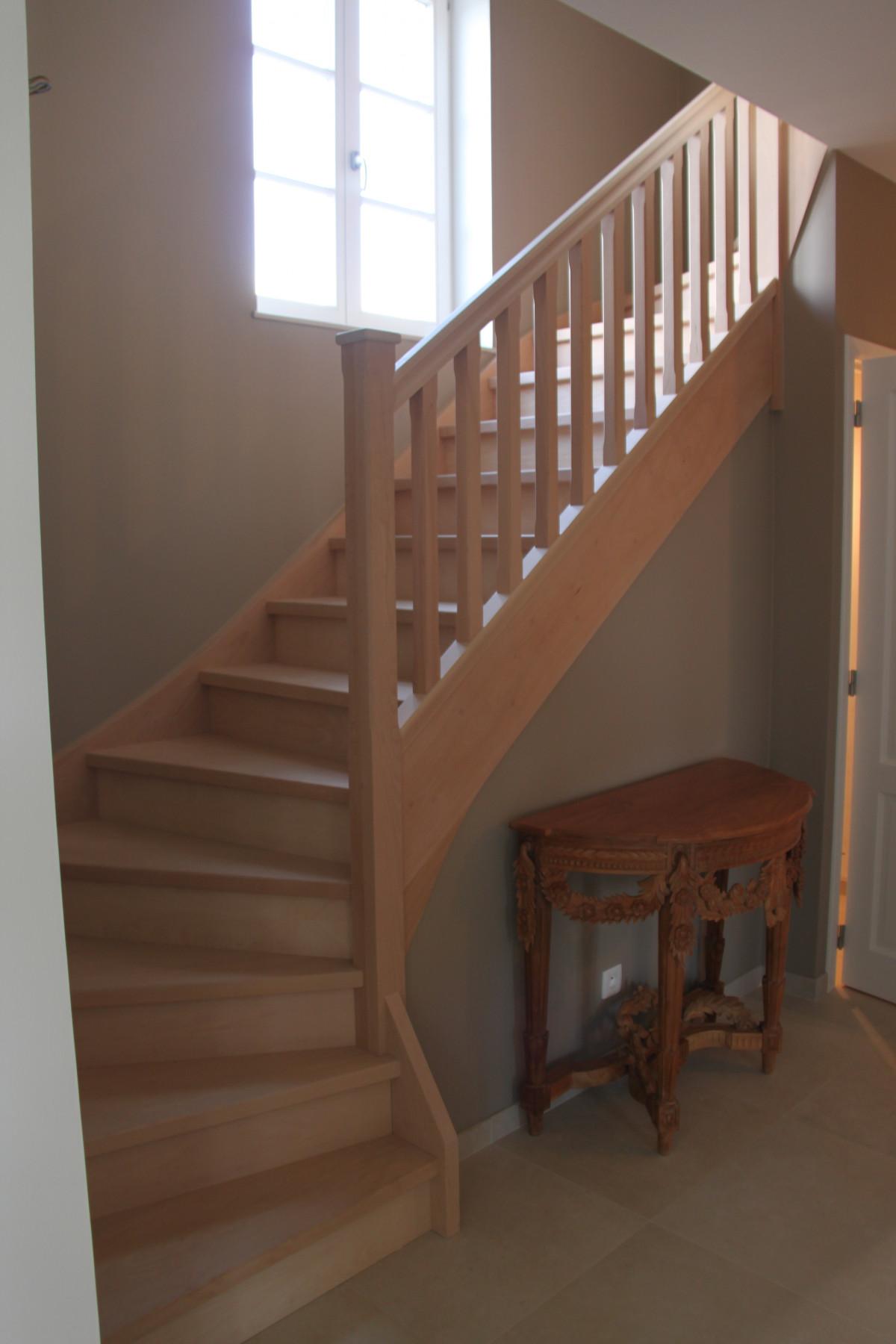 escalier en h tre menuiserie jugnot marc. Black Bedroom Furniture Sets. Home Design Ideas